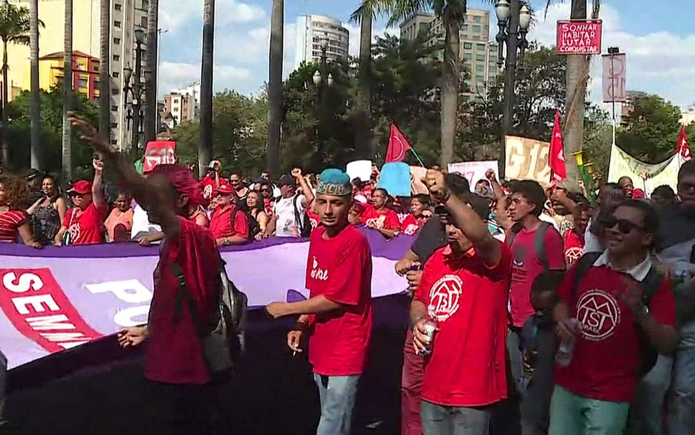 Manifestantes fazem ato no Centro de São Paulo (Foto: GloboNews/Reprodução)