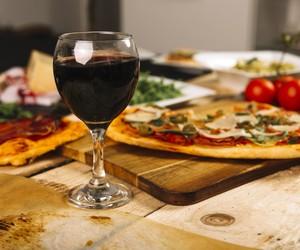 Dia da Pizza: veja 5 combinações de pizza e vinho sem erro