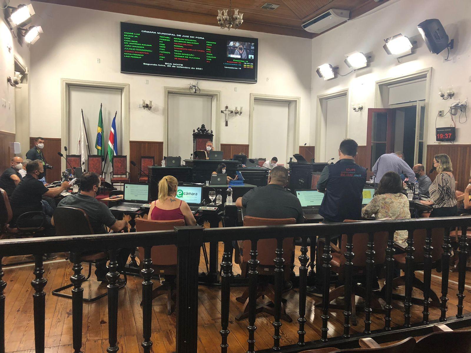 Câmara aprova em 1ª discussão a revogação do artigo 9º, sobre os salários dos professores em Juiz de Fora