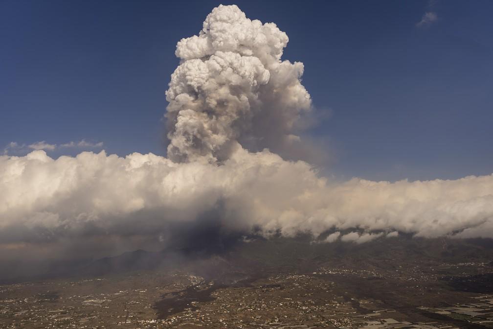 Erupção de vulcão se intensifica nas Canárias, e mais 3 cidades são evacuadas   Mundo   G1