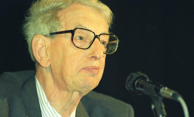 O escritor britânico durante palestra no GLOBO