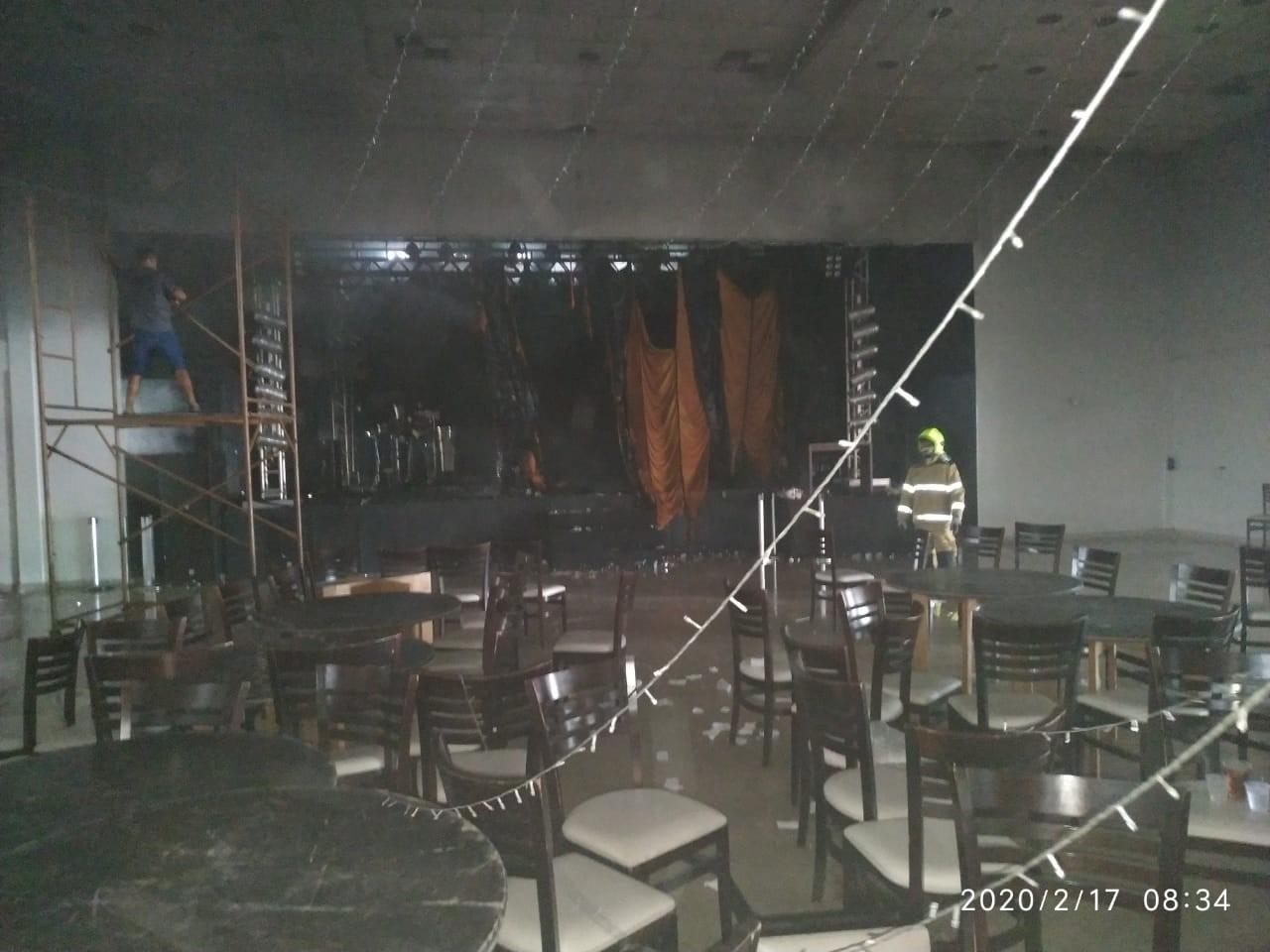 Casa de eventos pega fogo e bombeiros são acionados em Rio Branco