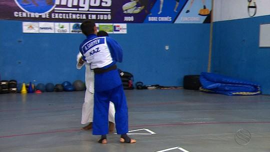 Judoca paralímpico do Cazaquistão treina em Aracaju antes da Rio 2016