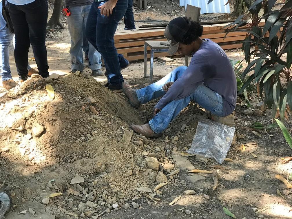 Escavações são feitas em imóvel histórico de Cuiabá — Foto: Kessillen Lopes/ G1