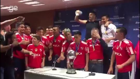 Bom dia seguinte, campeão! Independiente comemora, provoca e pede mais respeito