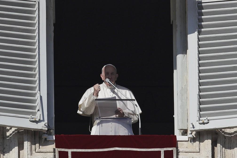 Papa Francisco se desculpa por ter perdido a paciência com fiel e faz oração no Vaticano, nesta quarta-feira (1º) — Foto: AP Photo/Gregorio Borgia