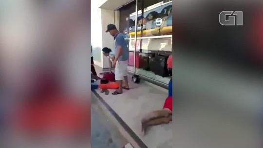 Moradores reclamam da falta de médicos no hospital de Januária; vídeo mostra homem no chão após não conseguir atendimento