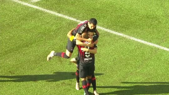 """Em alta no Atlético-PR, Veiga evita falar sobre volta ao Palmeiras: """"Continuar concentrado"""""""
