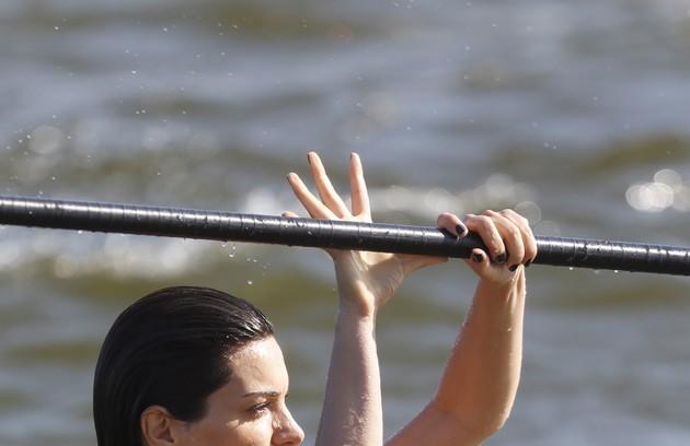 Mayana pratica stand up na Barra da Tijuca e no Arpoador, no Rio de Janeiro (Foto: Ana Branco)