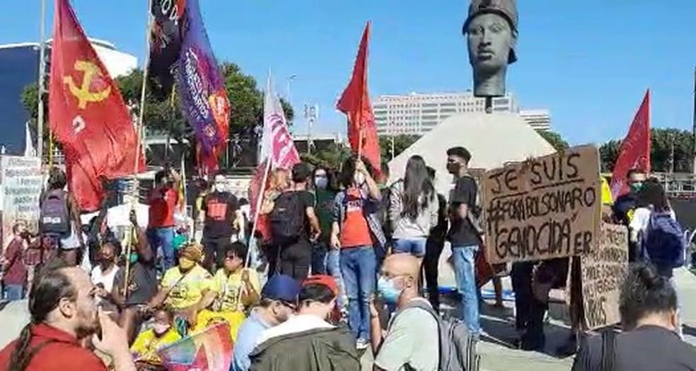 Manifestantes se concentram no Centro do Rio na manhã de 24 de julho em protesto contra o governo do presidente Bolsonaro — Foto:  Jefferson Monteiro/TV Globo