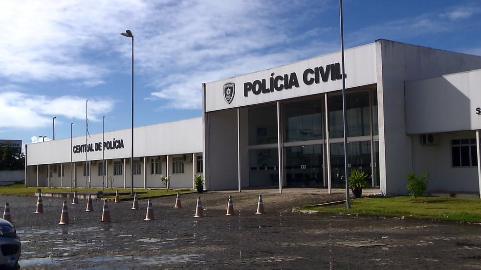 Suspeito foi preso e levado para a Central de Polícia de João Pessoa — Foto: TV Cabo Branco/Reprodução