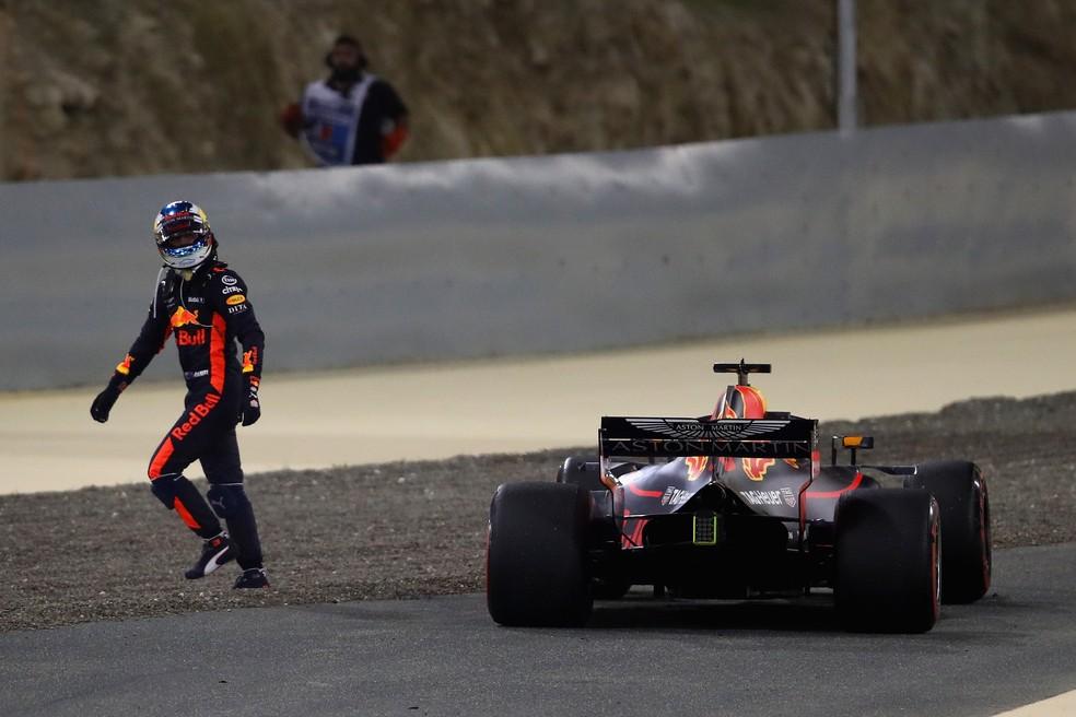 Daniel Ricciardo abandonando: cena comum em 2018 — Foto: Getty Images