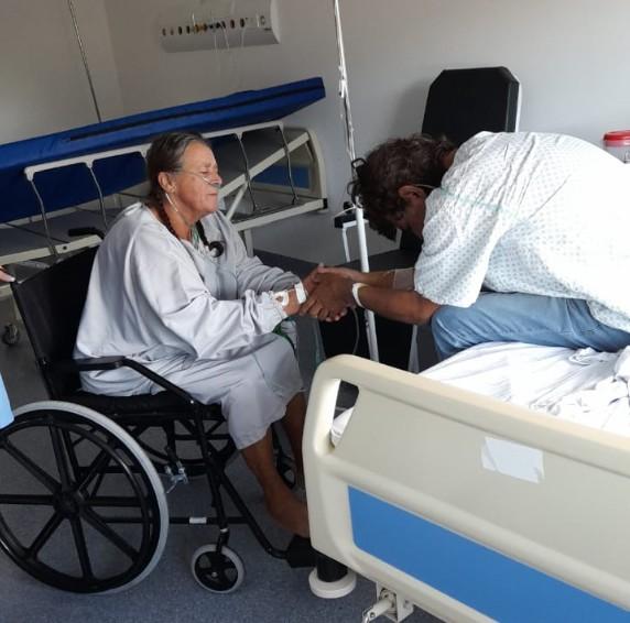 Vídeo mostra mãe e filho com Covid-19 se reencontrando no PR: 'Ficamos vizinhando no hospital, nos fortaleceu nos vermos'
