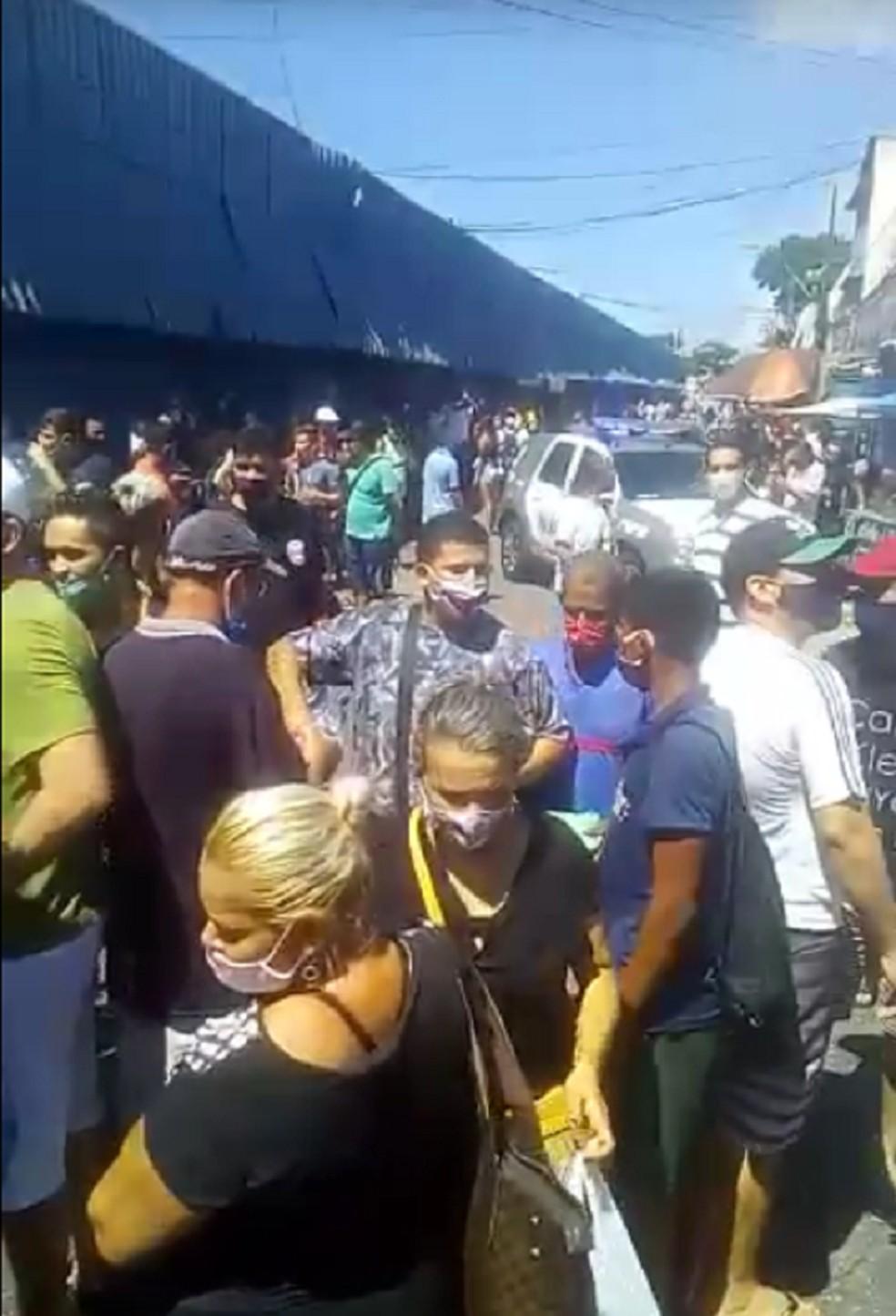 PM e Bombeiros fecham lojas e camelódromos no bairro Alecrim, na Zona Leste de Natal — Foto: Reprodução