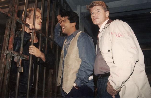 Miguel Falabella com Guilherme Fontes e Maurício Mattar em cena de 'A viagem', exibida em 1994 (Foto: Arquivo)