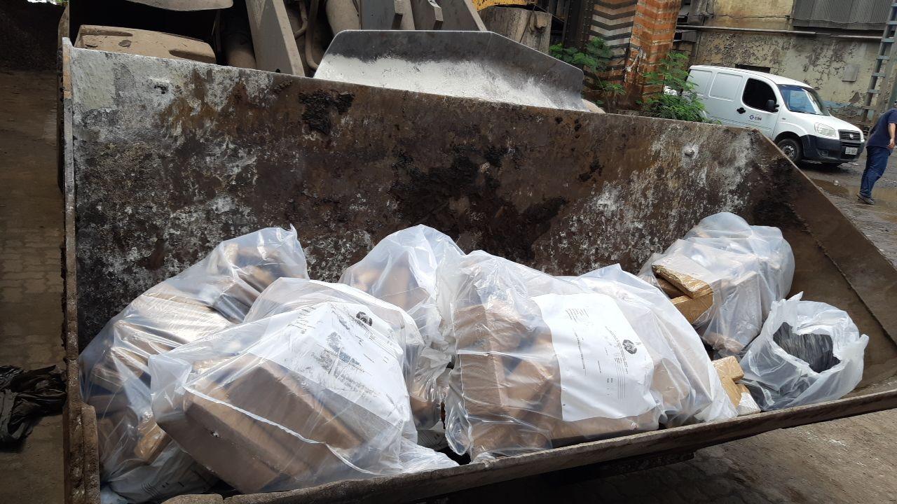 PRF incinera 1,5 toneladas de drogas e produtos falsificados no alto forno da CSN, em Volta Redonda