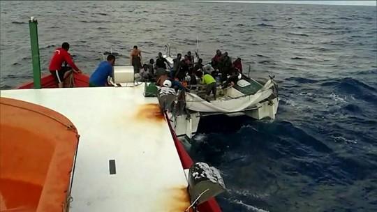 Barco à deriva com 25 imigrantes africanos é resgatado no litoral do Maranhão