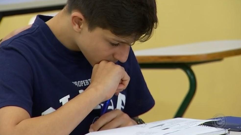 'Bastante esperançoso', diz jovem de 14 anos que conseguiu decisão definitiva para frequentar faculdade em Tatuí — Foto: Reprodução/TV TEM