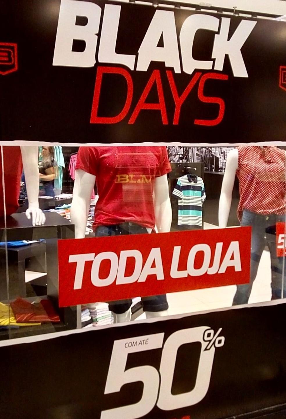 aa8caa01d ... Loja de roupas oferece descontos de até 50% em shopping — Foto  Várzea  Grande