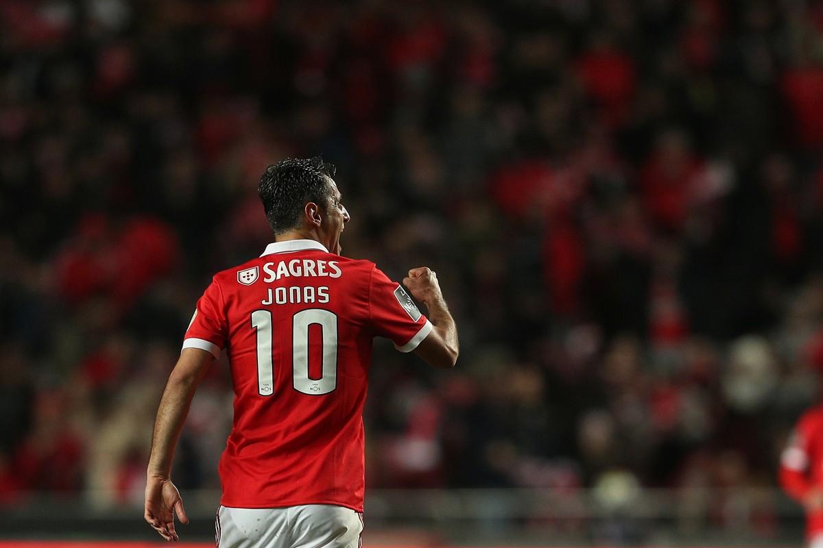 Jonas ouve Tite com atenção e aposta em gols por vaga na Copa