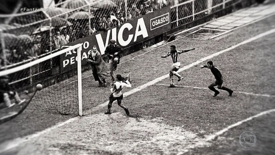 Pelé vê fotos inéditas do histórico dia em que marcou oito gols