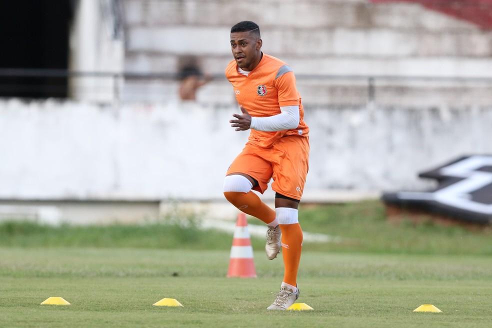 Sillas Gomes disputou a Série A2 pelo Retrô  — Foto: Marlon Costa/ Pernambuco Press