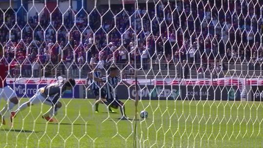 Punho cerrado, mão na cabeça, bico em copo d'água... As curiosas reações de Zé Ricardo em sua estreia pelo Botafogo