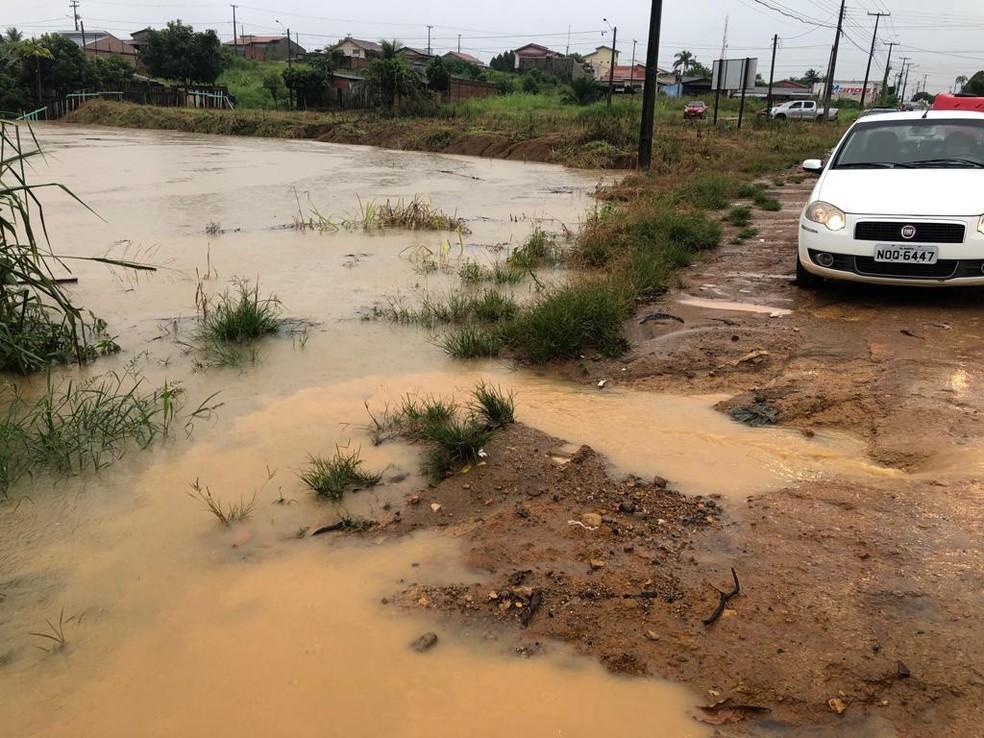 Água deixou 20 famílias ilhadas na cidade — Foto: WhatsApp/Reprodução