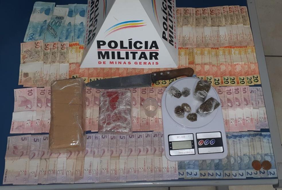 Polícia apreendeu dinheiro e maconha na casa — Foto: Polícia Militar/ Divulgação