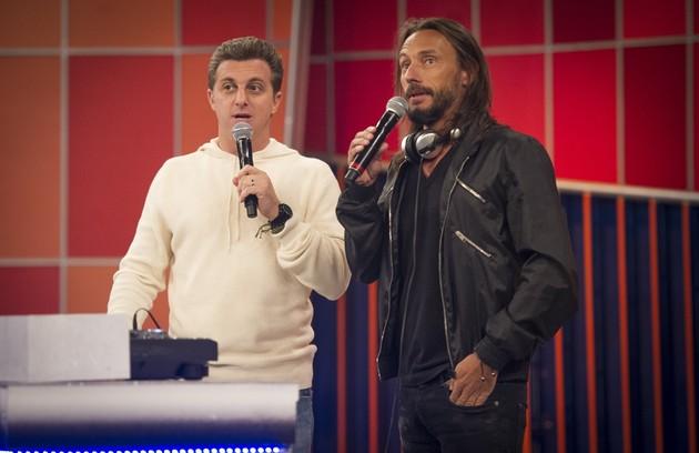 Luciano Huck recebe Bob Sinclair no 'Caldeirão': 'Ele sabe se comunicar com os jovens como ninguém' (Foto: TV Globo)