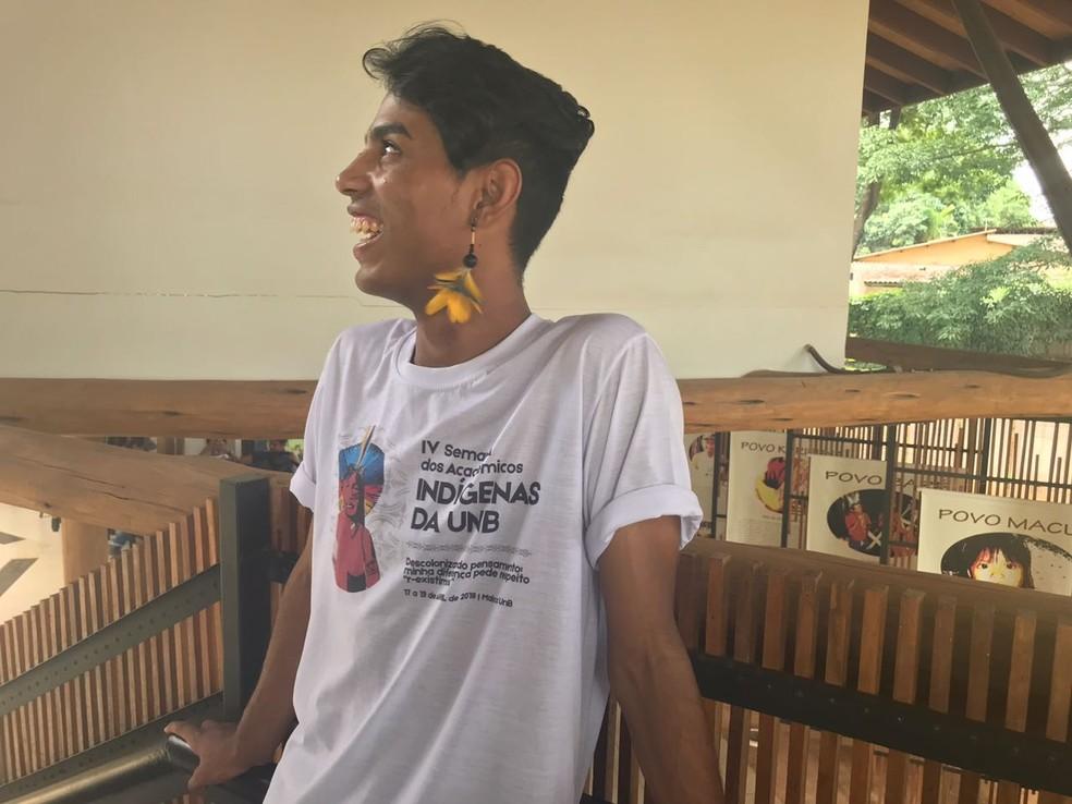 Danilo Ferreira, da etnia Tupinikim, no Espírito Santo, vive há 8 meses em Brasília � Foto: Marília Marques/G1