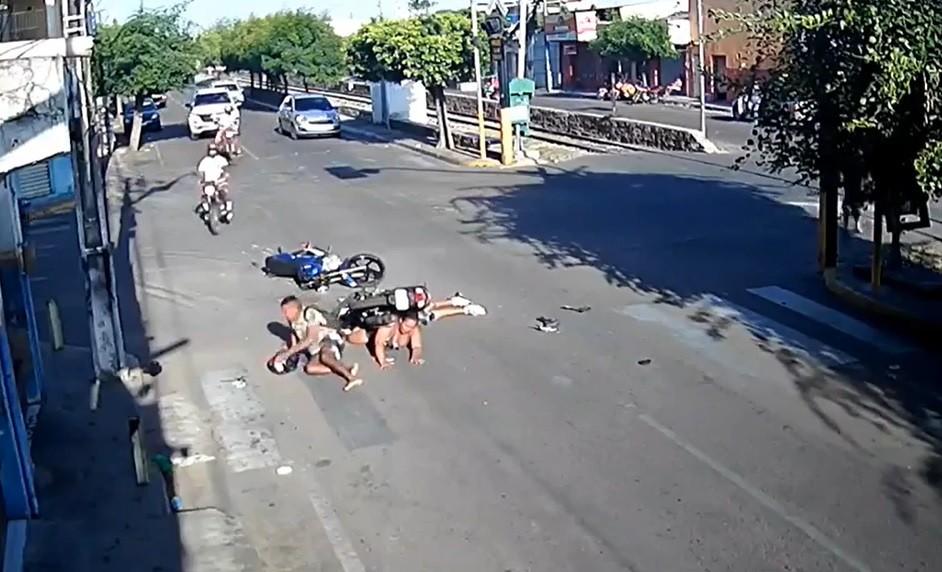 Acidente entre motociclistas deixa três feridos em Juazeiro do Norte, no Ceará; vídeo