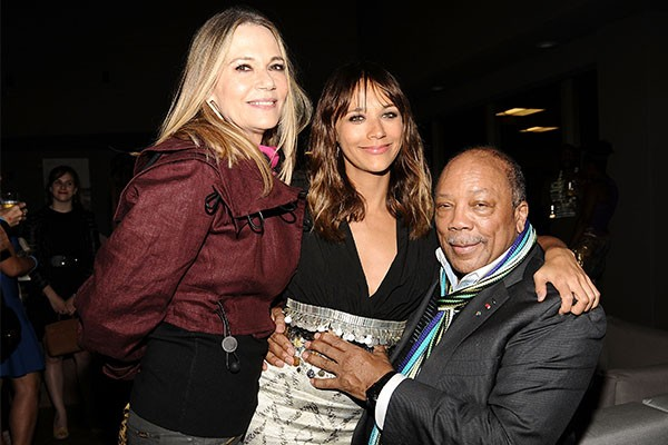 Peggy Lipton, Rashida Jones e Quincy Jones (Foto: Getty Images)