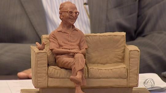 No centenário, Manoel de Barros terá estátua em tamanho real em MS