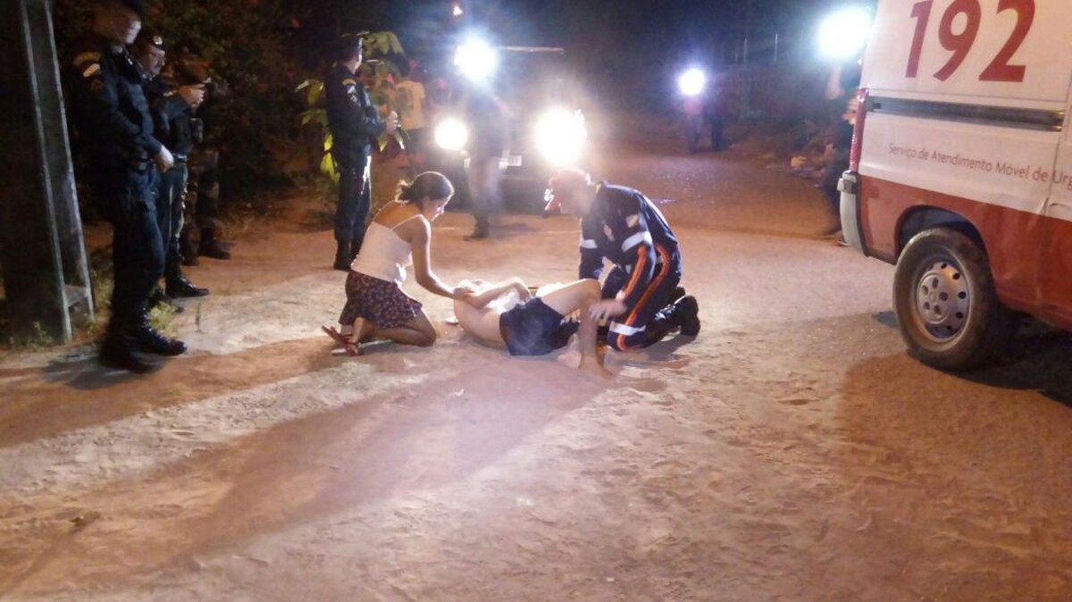 Jovem é atingido com tiro disparado por mulher em garupa de moto na zona Oeste de Boa Vista