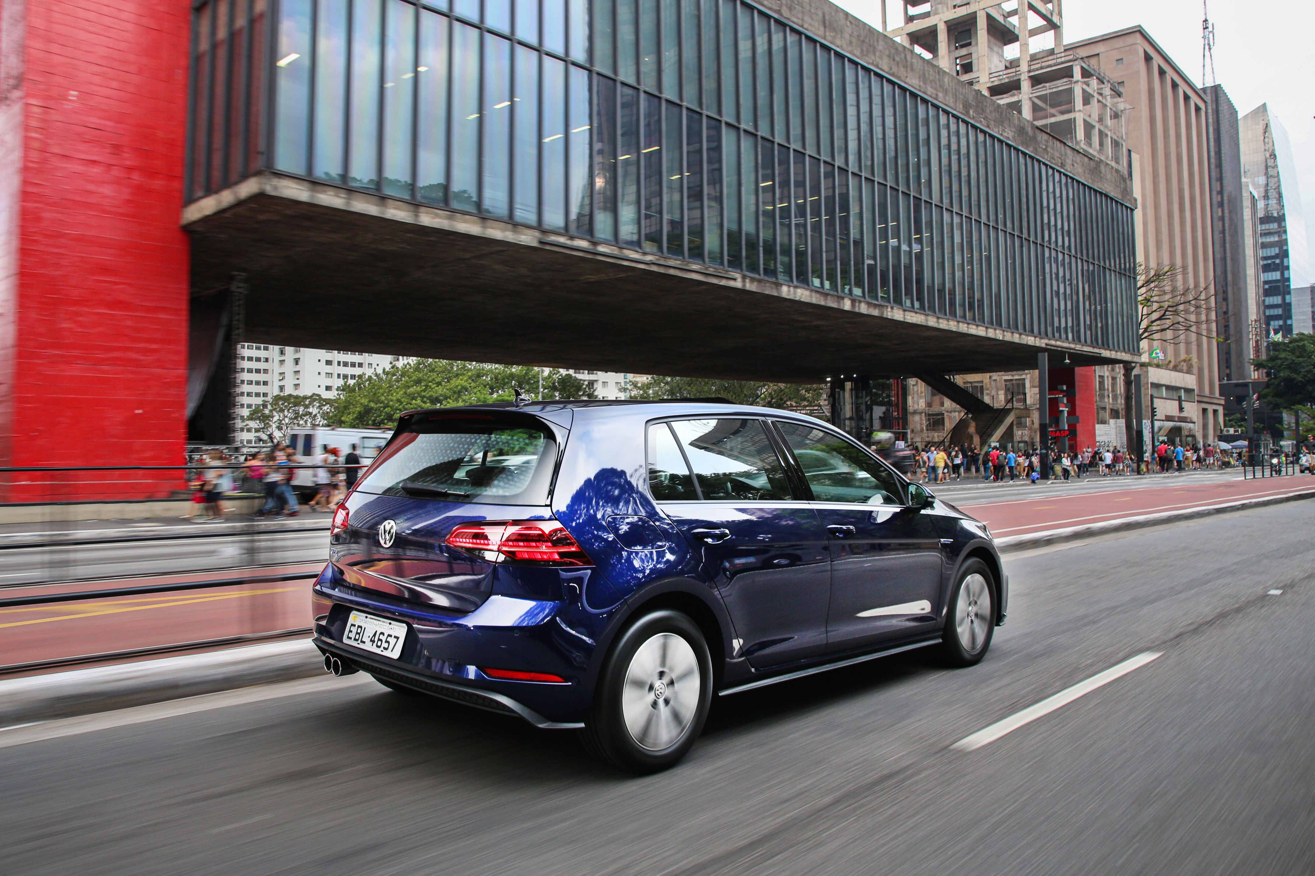 Engenheiro da Volkswagen roda 24 mil km pelo Brasil para testar pontos de recarga de carros híbridos e elétricos