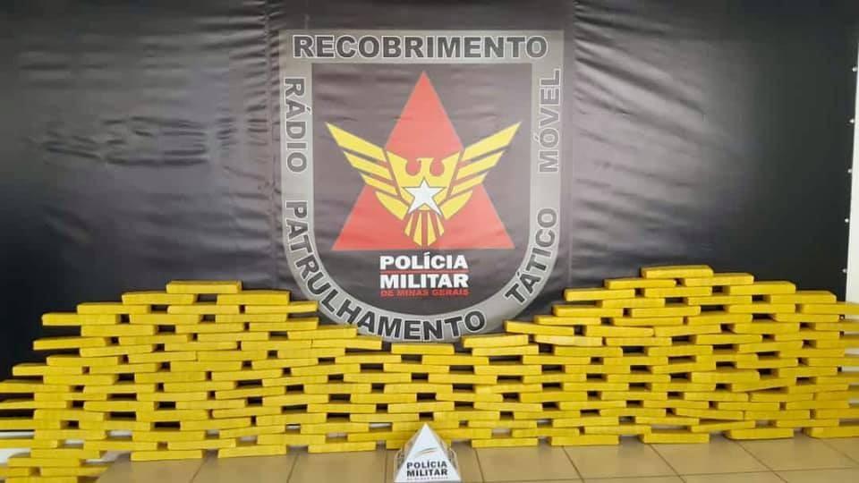 Polícia Militar apreende 164 tabletes de maconha durante operação em Lavras, MG