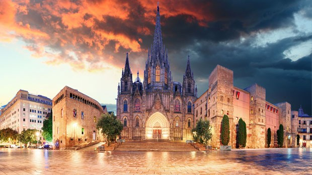 Cathedrel de Barcelona, Plaza Nova (Foto: Getty Images/iStockphoto)