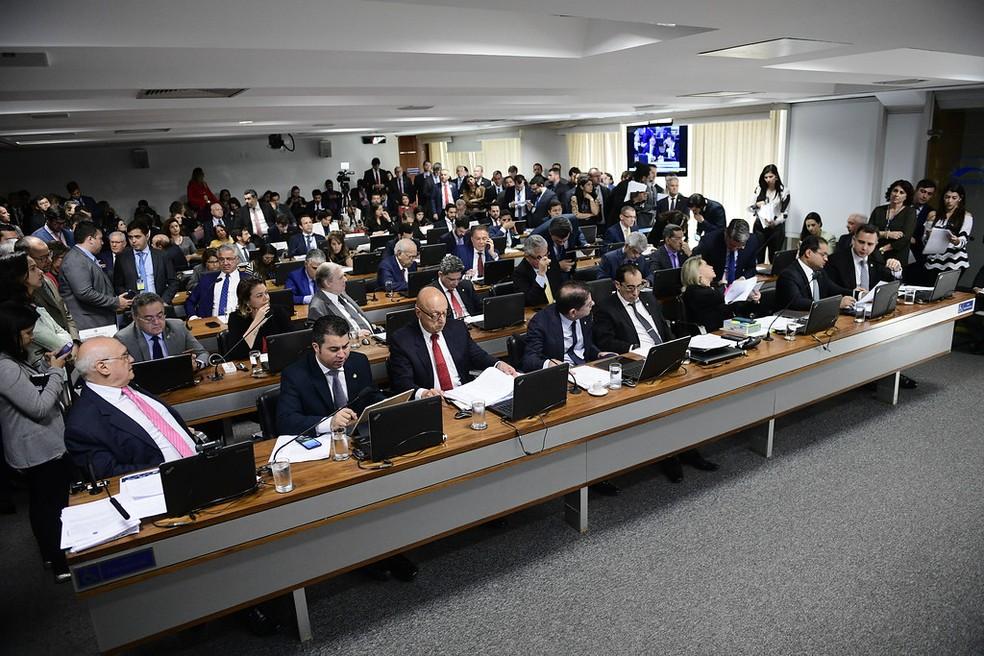 Plenário da comissão da Comissão de Constituição e Justiça (CCJ) do Senado — Foto: Pedro França/Agência Senado