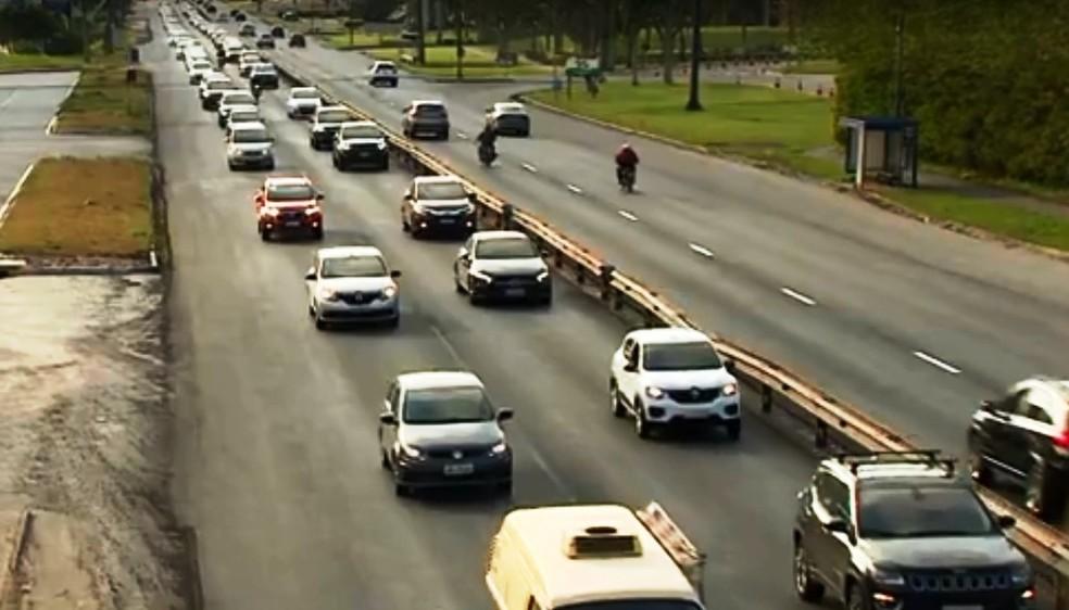 Com movimento em direção às praias, houve congestionamento na SC-401 em Florianópolis — Foto: NSC TV/Reprodução