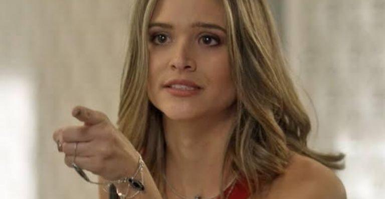 Juliana Paiva é Cassandra em 'Totalmente demais' (Foto: TV Globo)