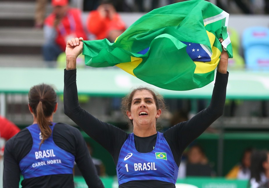 Ângela e Carol batem cubanas em jogo duro e conquistam o bronze no vôlei de praia no Pan de Lima