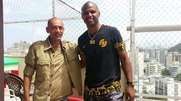 Régis Rosing entrevistou o goleiro em sua casa em Niterói (Foto: Priscilla Carvalho)