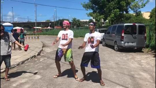 Música de Sandy e Junior em ritmo de passinho vira atração em fila de show em Pernambuco
