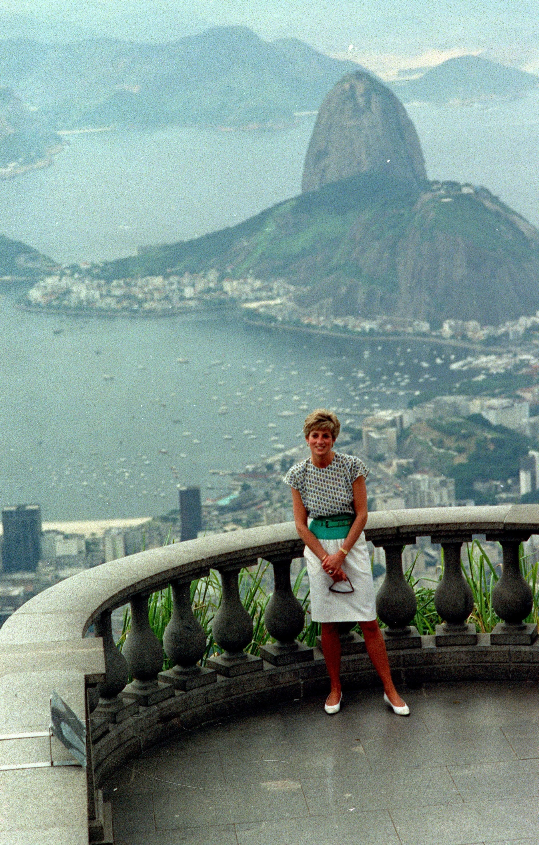 A princesa Diana durante visita ao Cristo Redentor, em 1991
