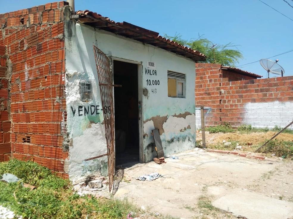 Triplo homicídio aconteceu dentro desta casa, em Mossoró (Foto: Isaiana Santos/Inter TV Costa Branca)