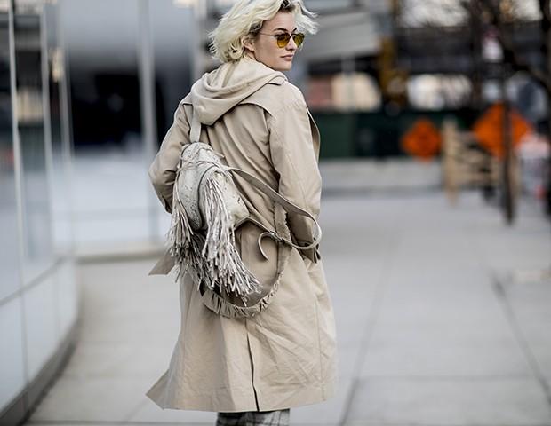 O trench coat é uma tendência para o inverno 2018 (Foto: Imaxtree)
