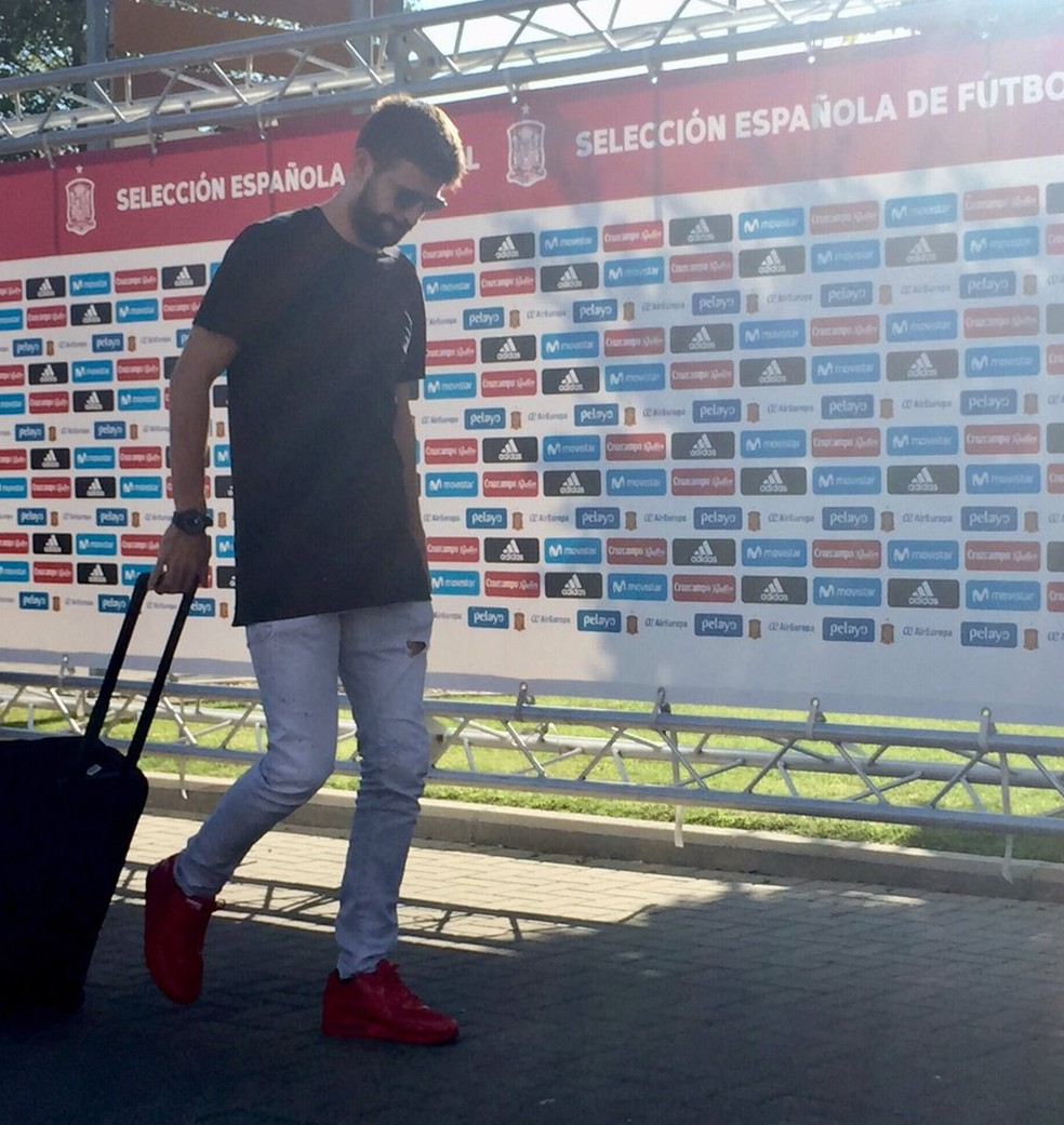 Zagueiro Piqué disputará as eliminatórias pela seleção espanhola (Foto: Reprodução/Twitter)