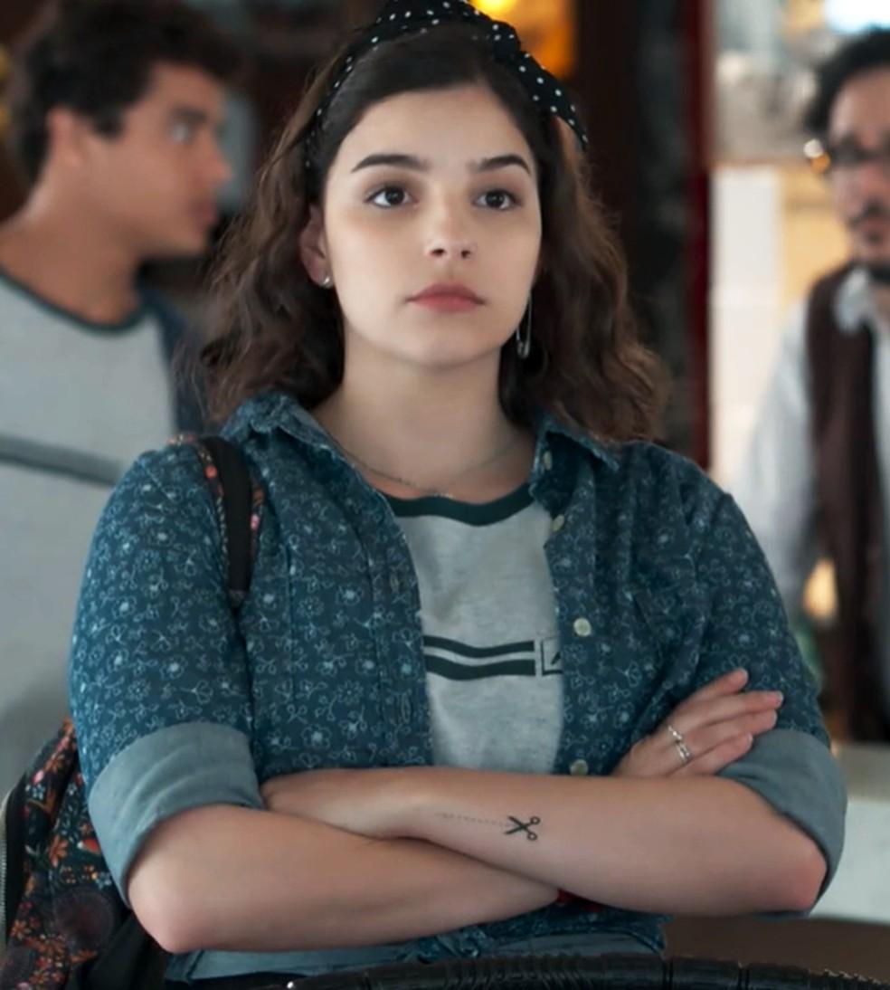 Keyla (Gabriela Medvedovski) não gosta da presença de Lica (Manoela Aliperti) em 'Malhação - Viva a Diferença' — Foto: Globo