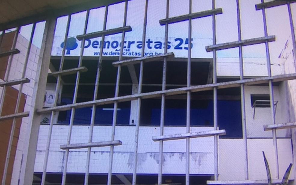 Sede do partido Democratas em Aracaju  (Foto: Reprodução/TV Sergipe)